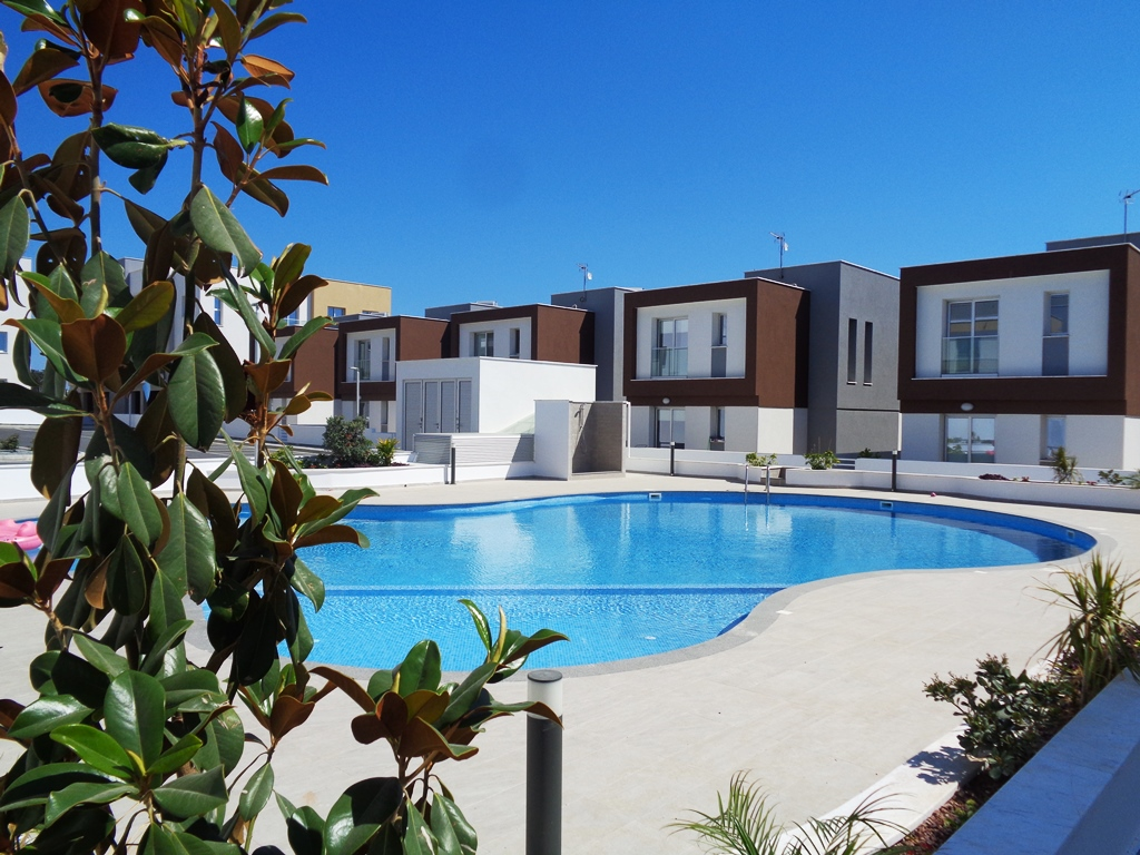 Rent 3 Bedroom Apartment Universal